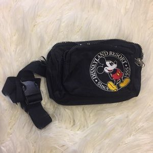 🌼 SALE!! Disneyland Mickey Mouse Fanny Pack Retro